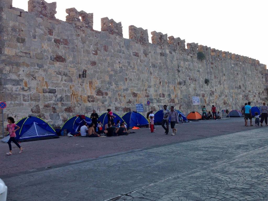 Zelte von Flüchtlingen in Kos Stadt, Griechenland
