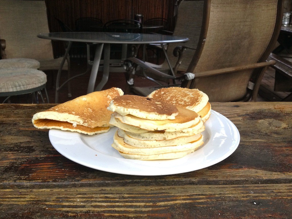 Klassisches Backpacker-Frühstück: Pancakes. Viele.
