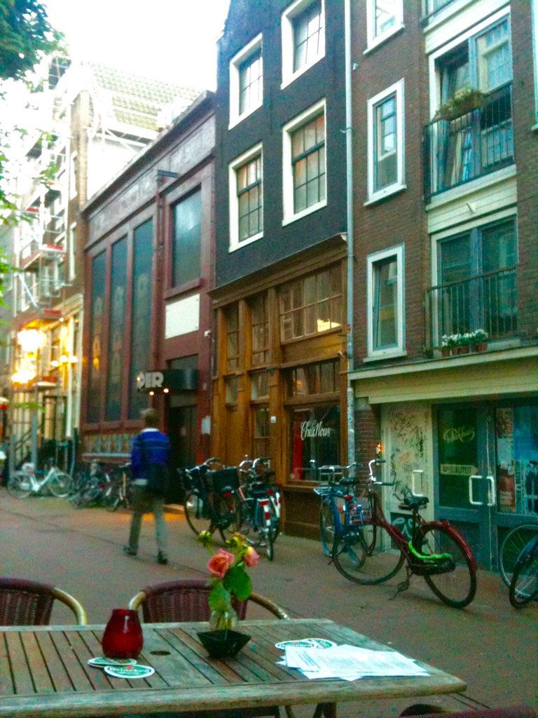 Allein in Amsterdam essen ist auch kein Problem