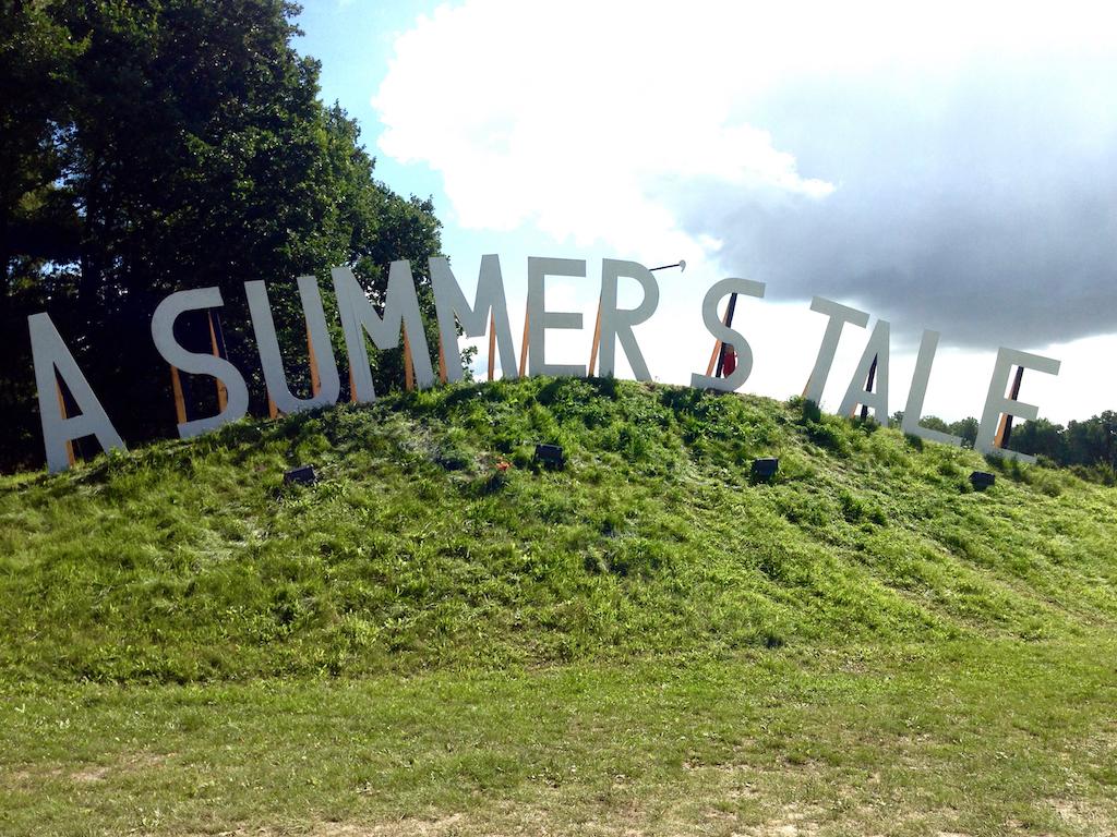 "Pappaufsteller beim ""A Summer's Tale""-Festival in der Lüneburger Heide"