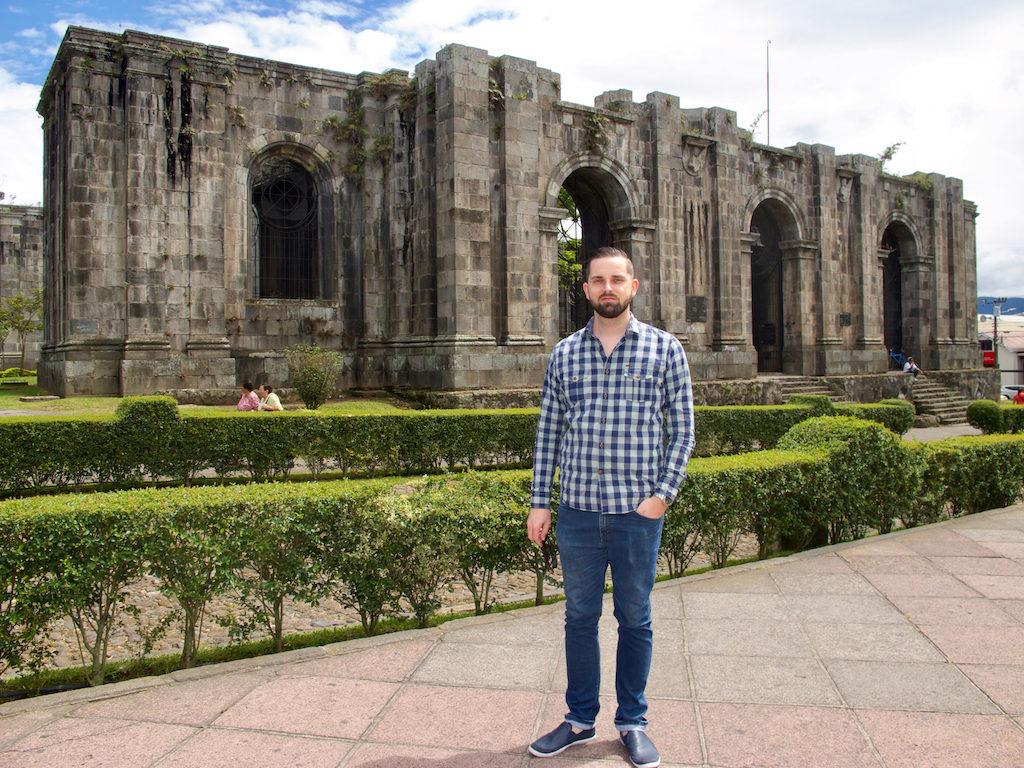 Auswandern nach CostaRica: Marc bei den Ruinas in Cartago