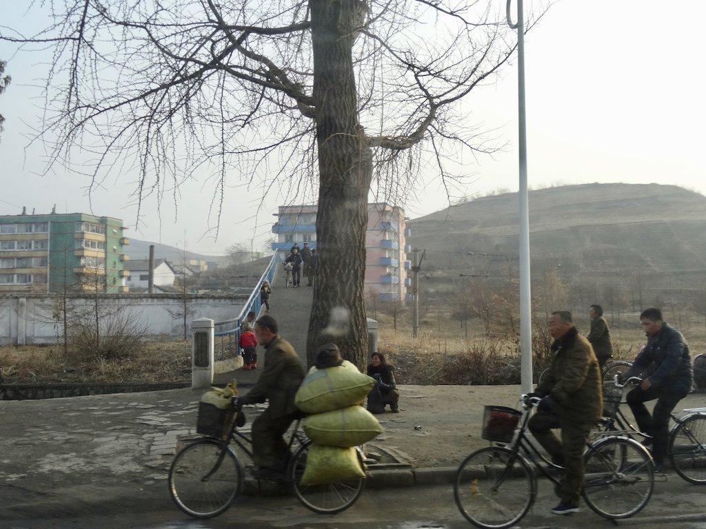 Außerhalb von Pjönyang: Autos gibt es kaum
