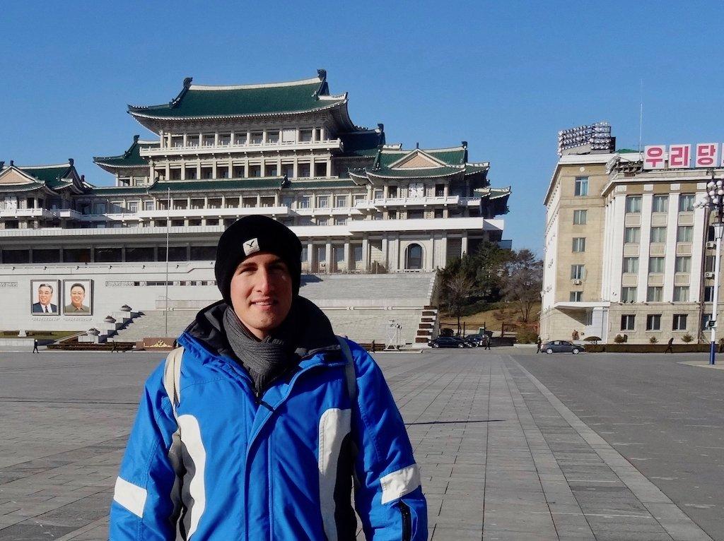 Nach Nordkorea reisen: Tim auf dem Kim-Il-sung-Platz