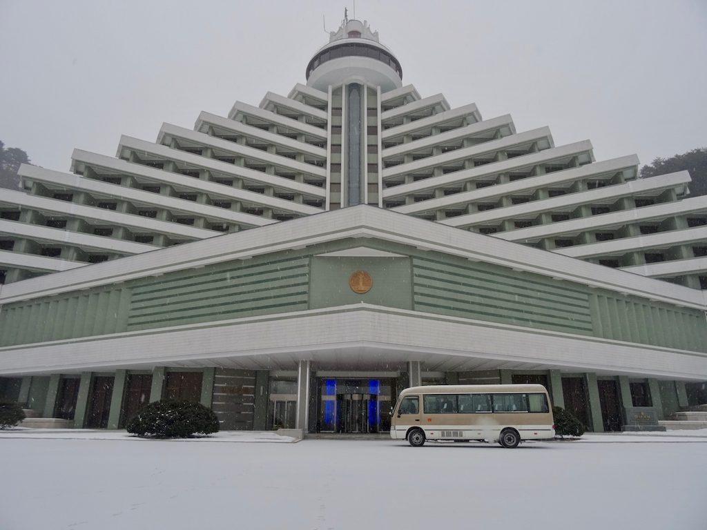 Nach Nordkorea reisen: Hyangsan Hotel von außen