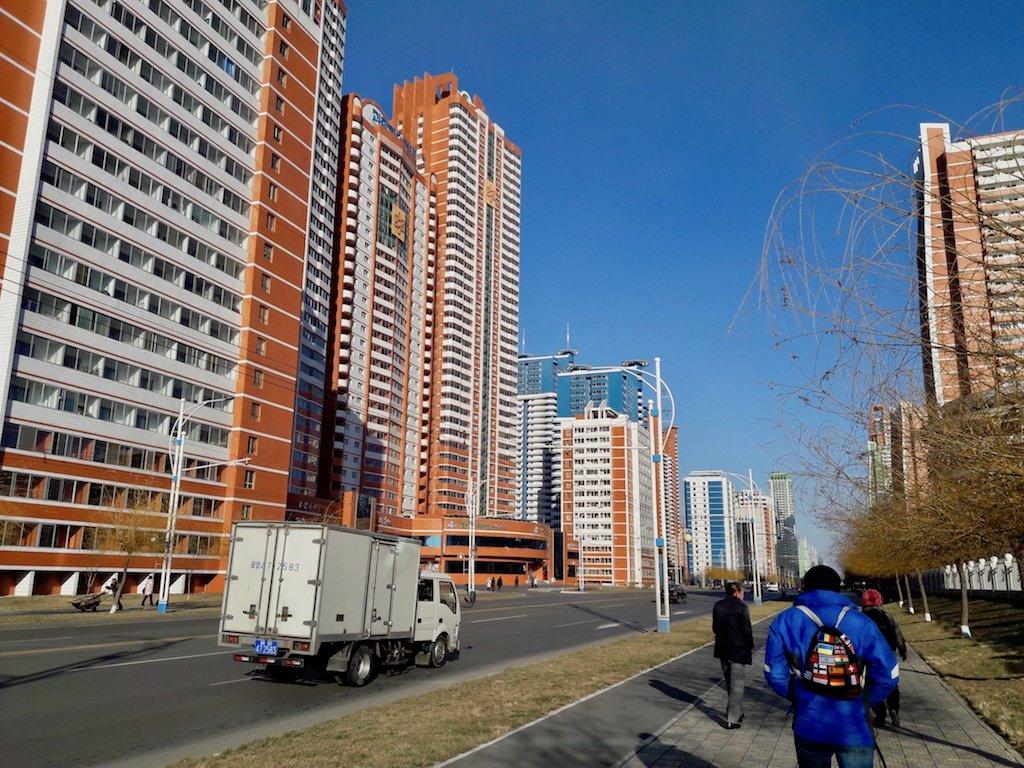 Nach Nordkorea reisen: Wohnhäuser in Pjöngjang