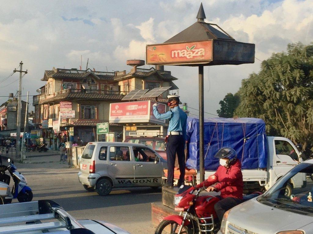 Sehenswürdigkeiten in Kathmandu und mehr: Verkehrspolizist