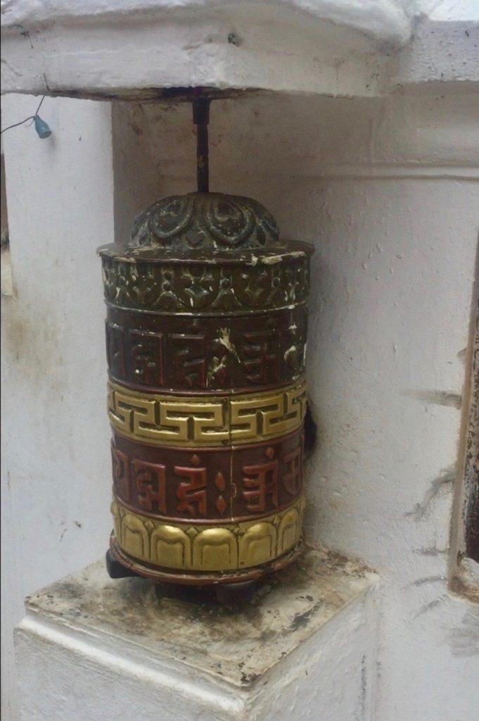 Kathmandu: Gebetsmühle am Boudhanath Stupa