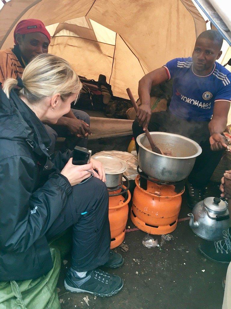 Kilimandscharo-Besteigung: Zeit für eine Mahlzeit