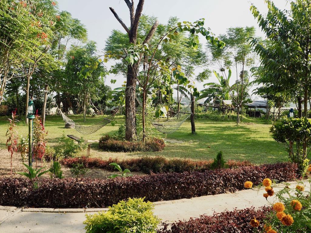 Garten des Tharu Community Homestay nahe Sauhara, Chitwan Nationalpark