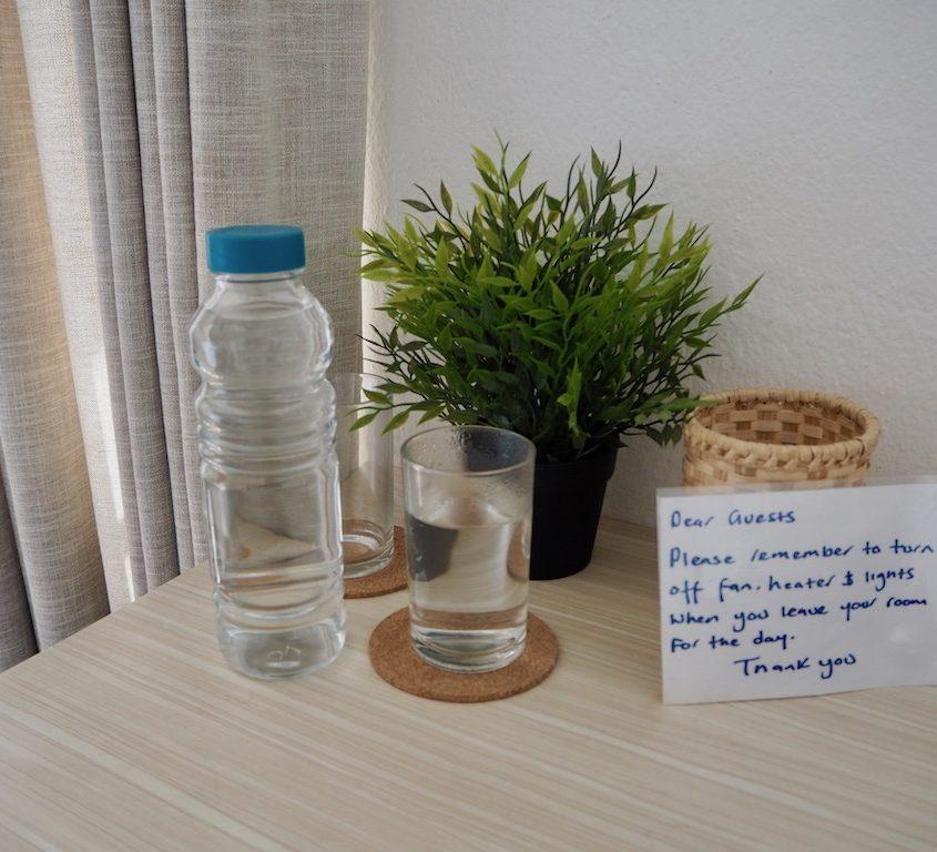 Nachaltig Reisen in Nepal: Trinkflasche vom Guesthouse