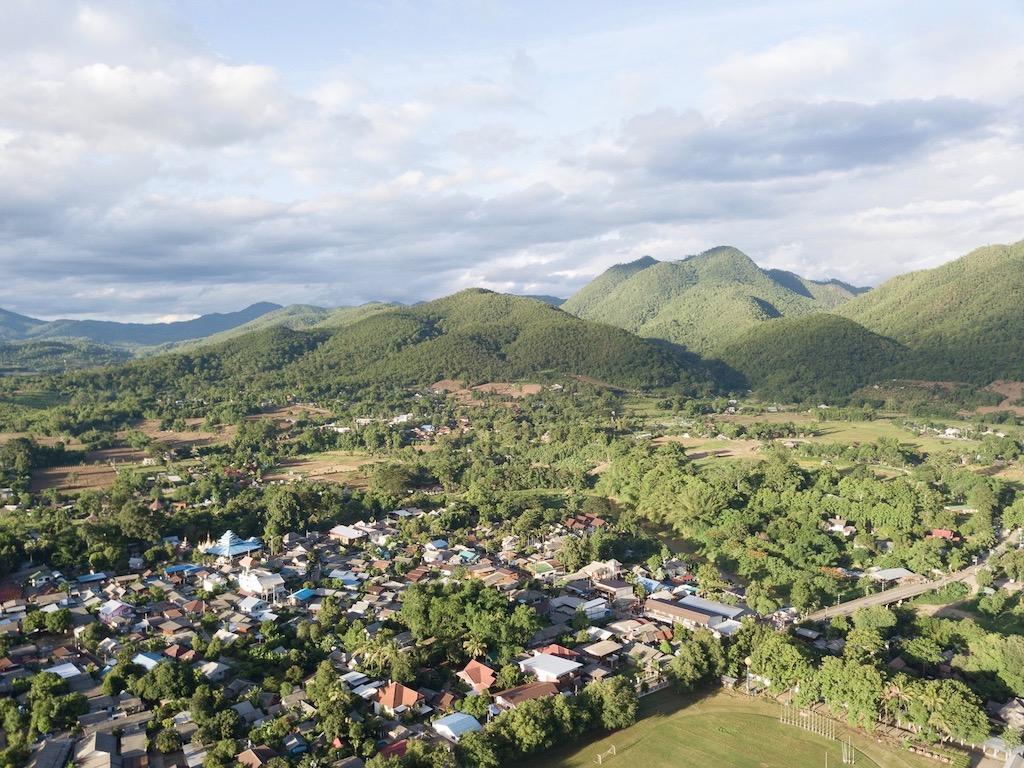 Leben in Thailand: Pai inmitten von gruenen Huegeln