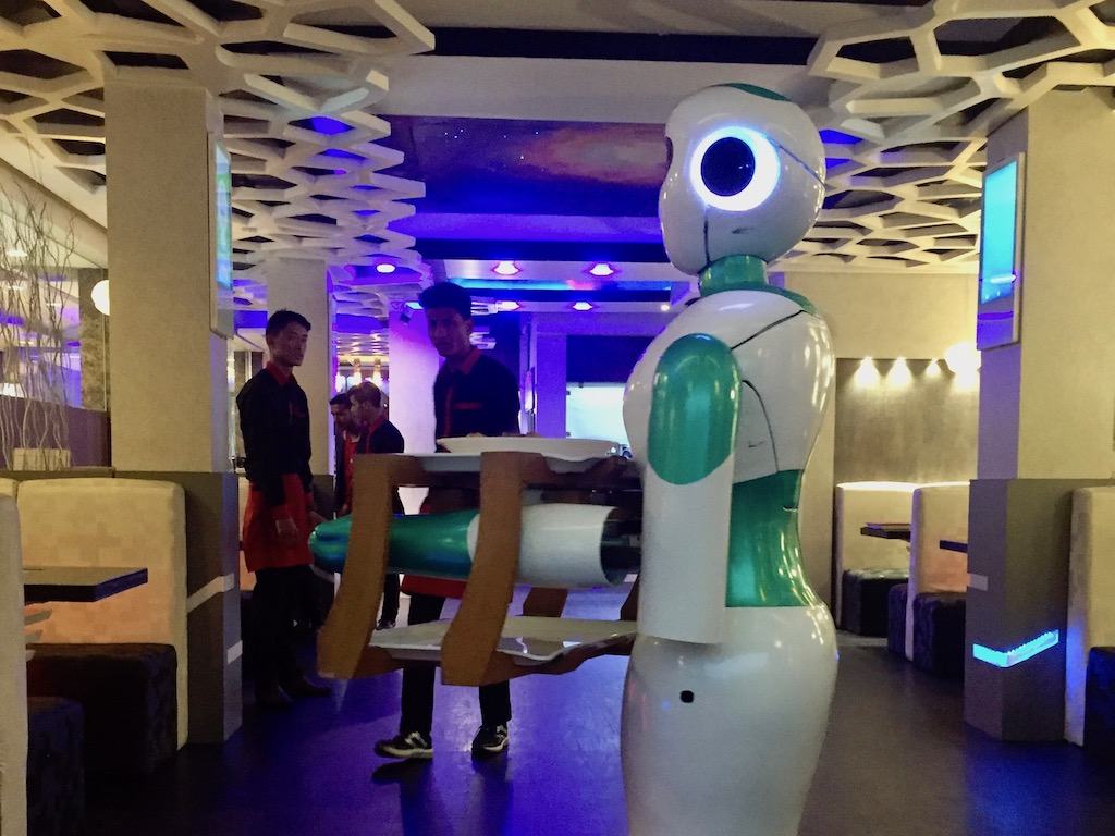 Im Roboter-Restaurant Naulo in Kathmandu