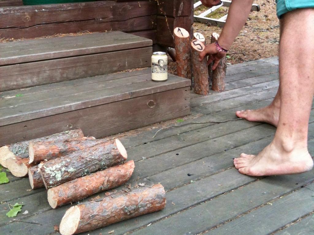 Das Mölky-Spiel wird kurzerhand selbstgemacht: Auch eine der finnischen Besonderheiten