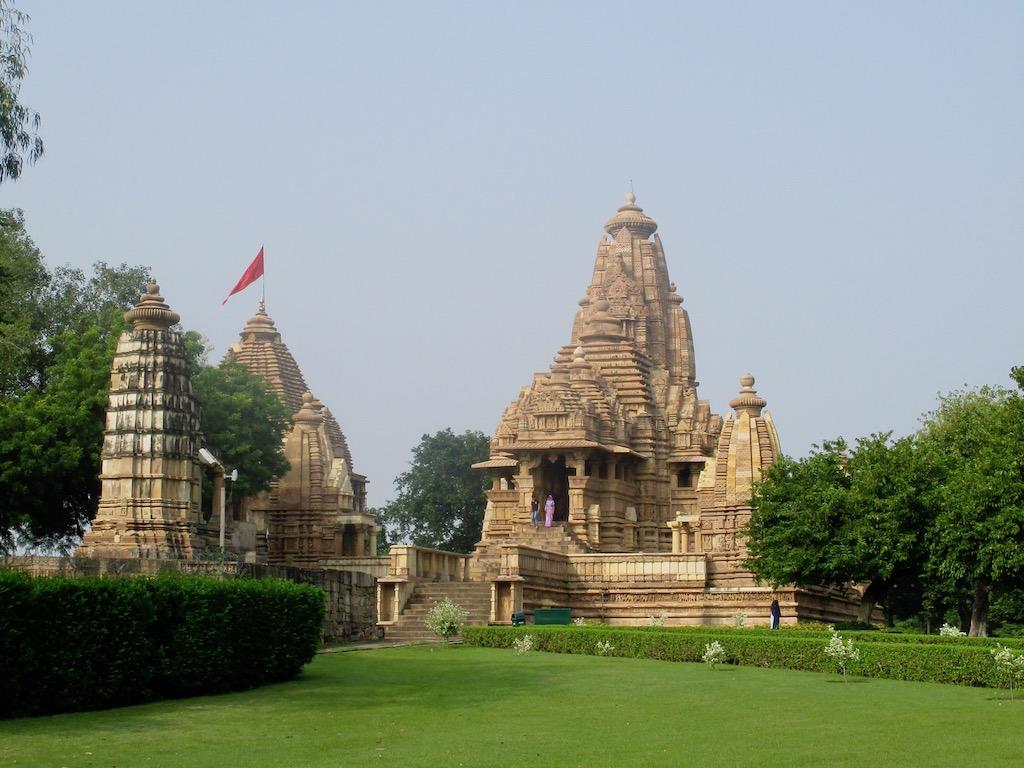 Indien Sehenswürdigkeiten Tempelbezirk von Khajuraho von Weitem