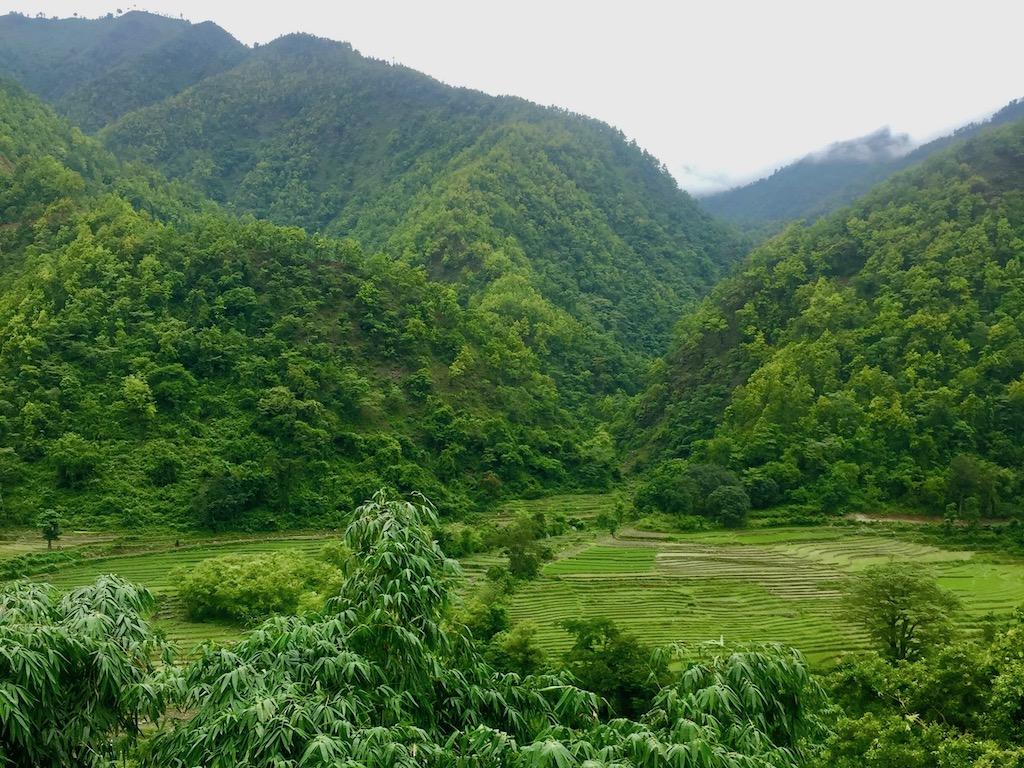 Busfahrt von Kathmandu nach Pokhara Landschaft