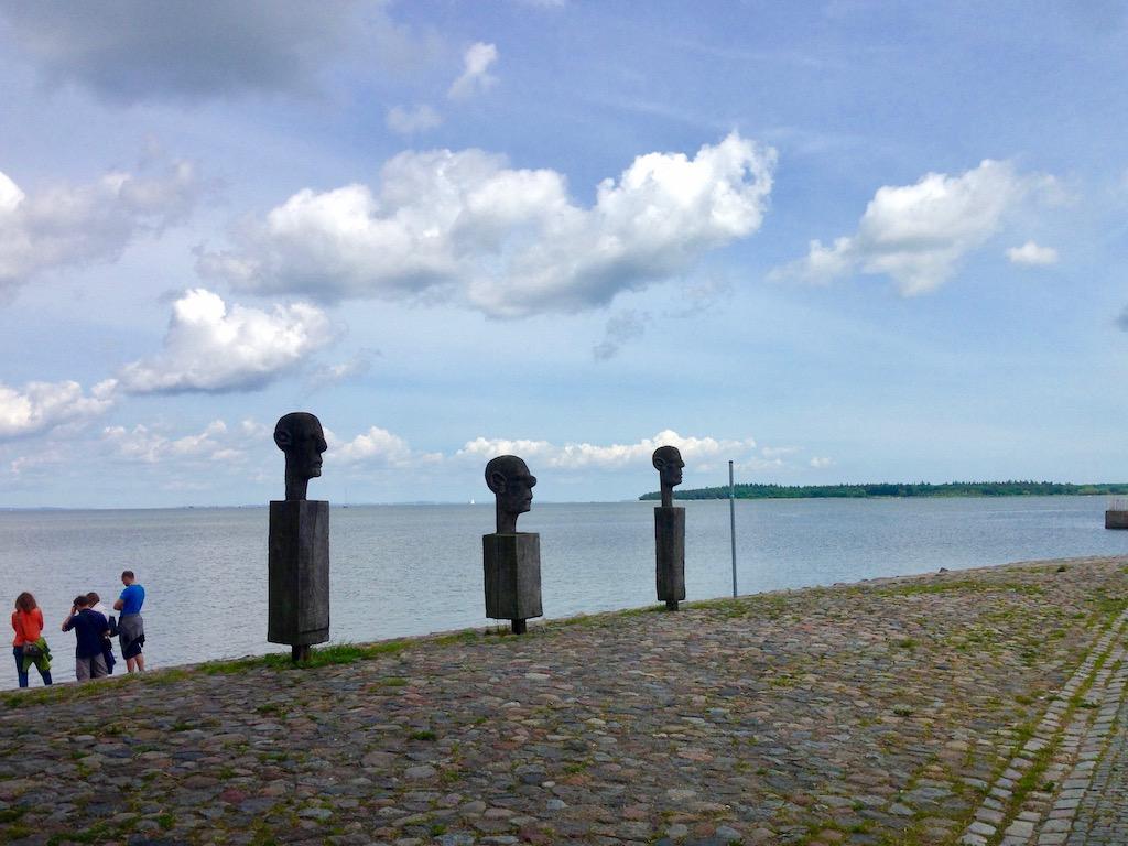 Skulpturen im Fischerdorf Wieck