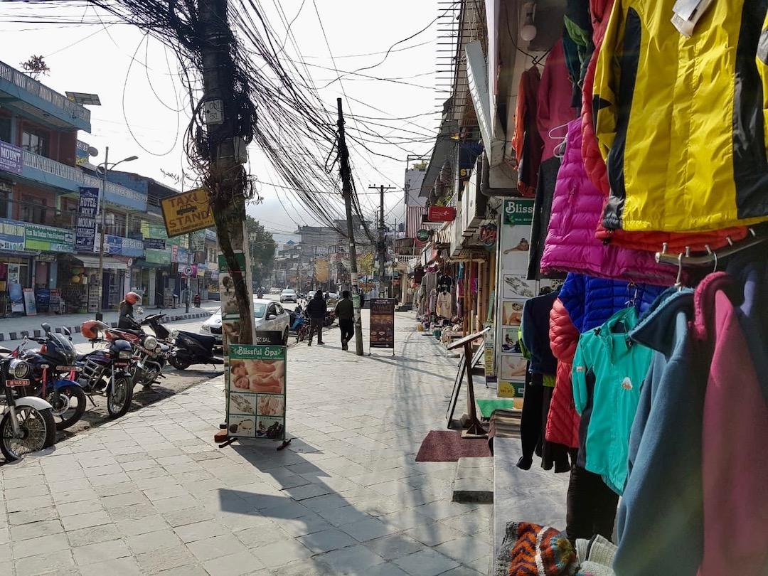 Pokhara Nepal: Flaniermeile Lakeside Road