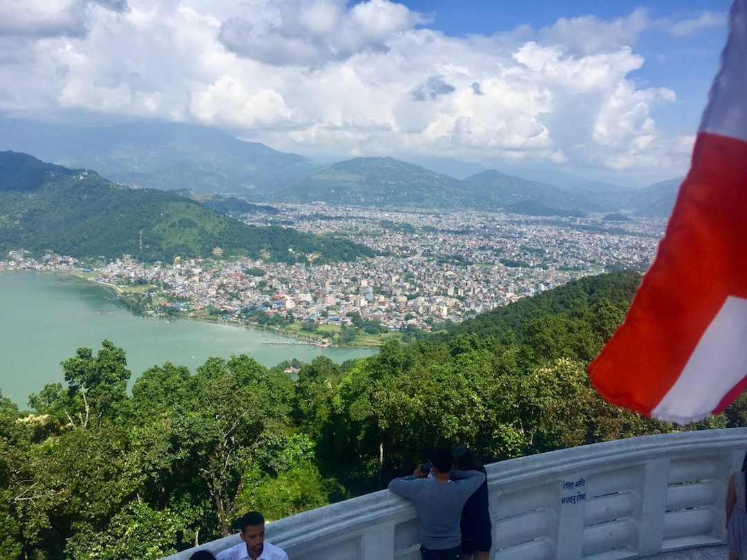 Blick auf die Stadt von der World Peace Pagoda aus