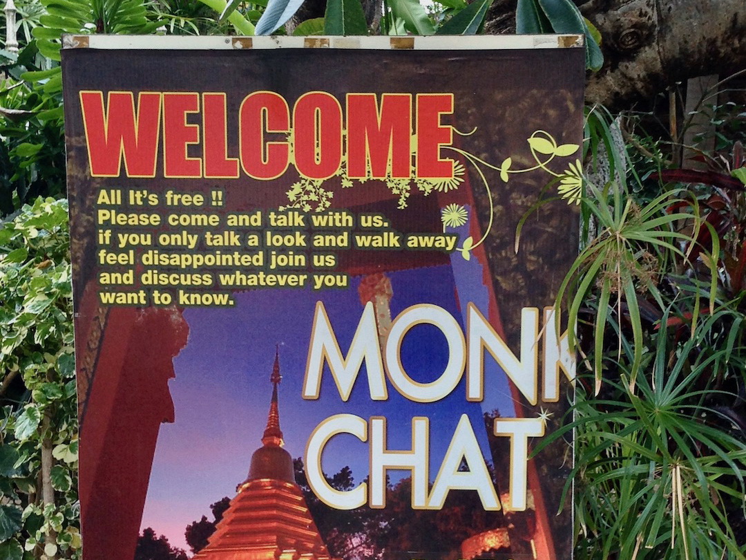Monk Chat: Schild in Chiang Mai in Thailand