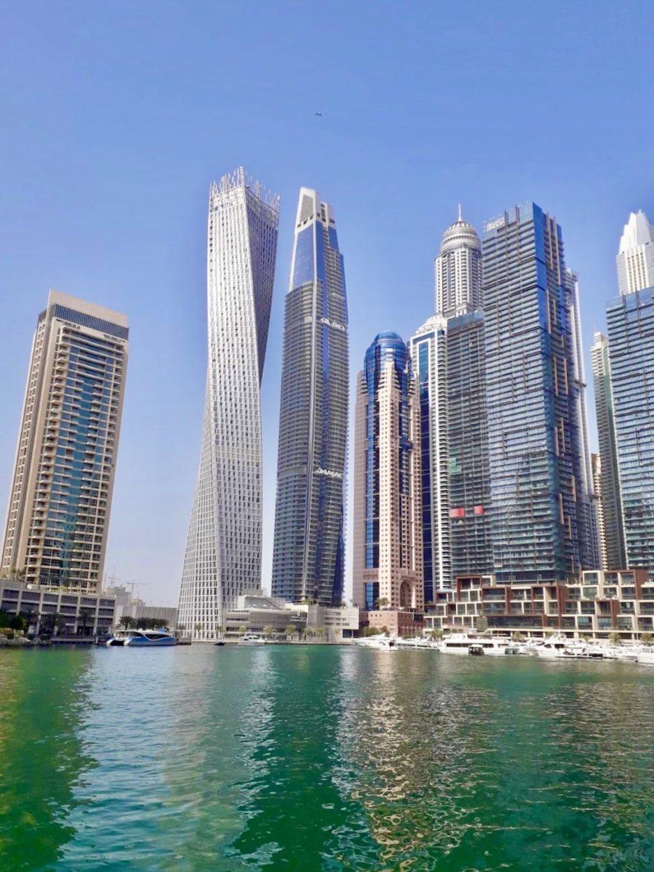 Wolkenkrater in der Dubai Marina