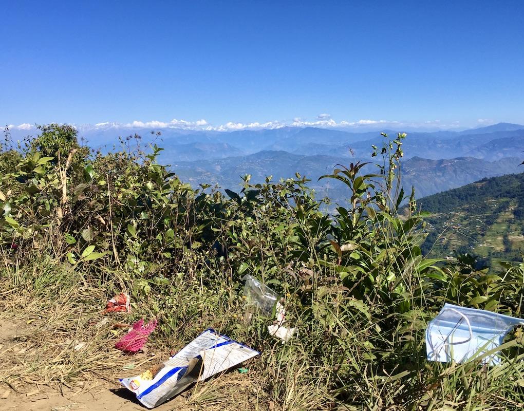 Müll vorne, Mount Everest hinten