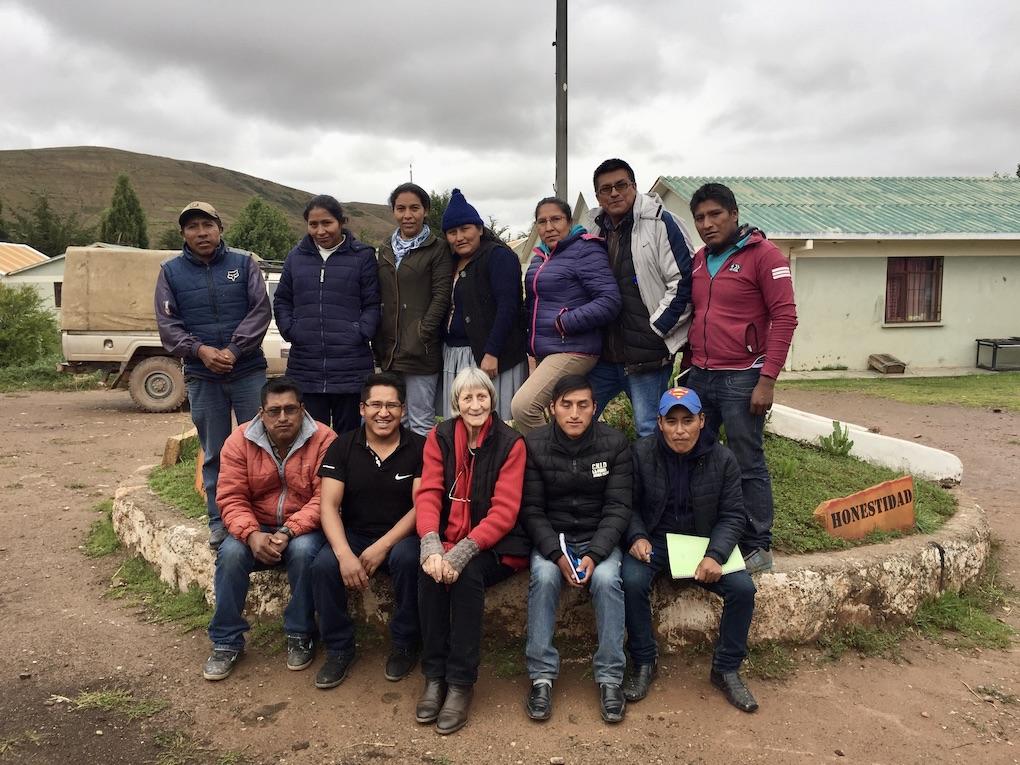 SES Einsatz in Bolivien: Expertin mit Lehrkräften